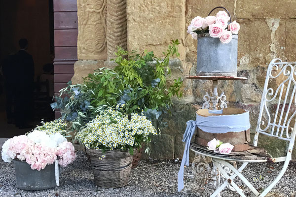 ECO-wedding: we can arrange an Eco-friendly wedding, for those who love recycled-made and ecological decorations and fabrics